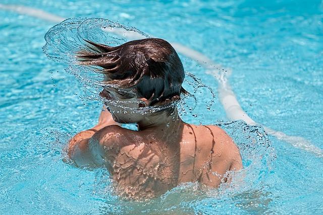 kluk v bazénu.jpg