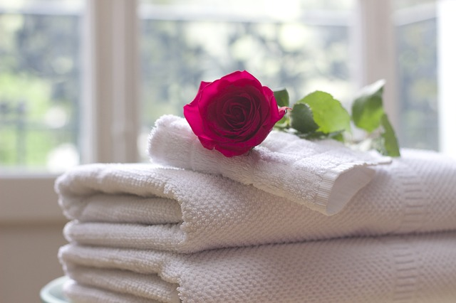růže na ručnících