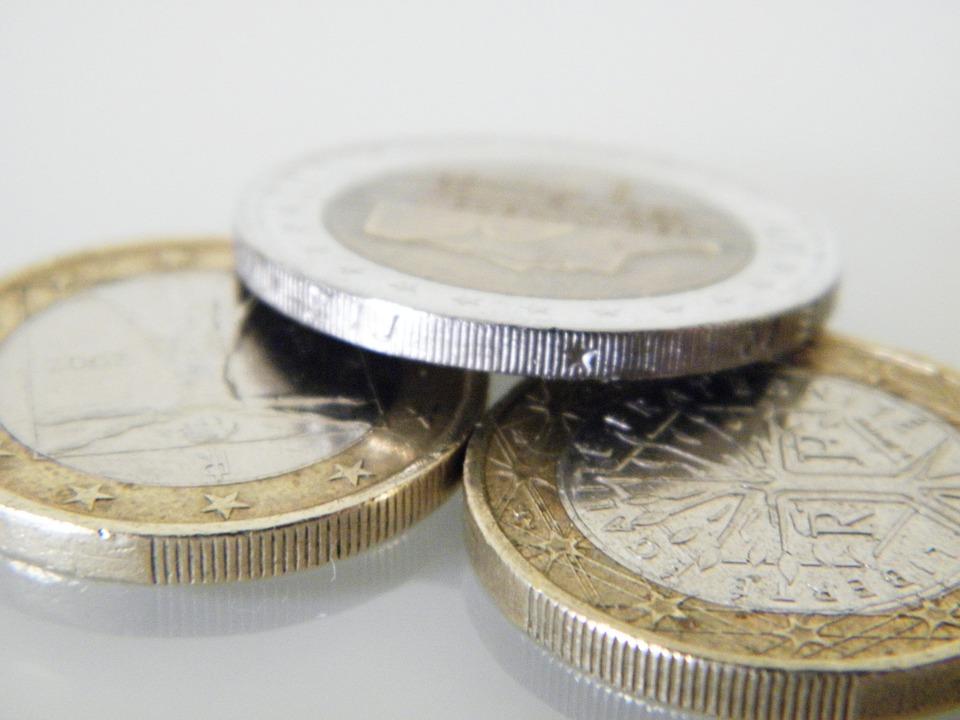 několik eur