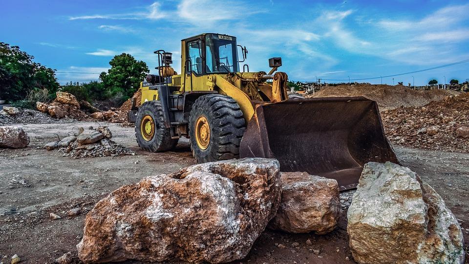 stojící buldozer
